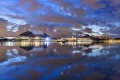 Singapore stadion i reflexion royaltyfri foto