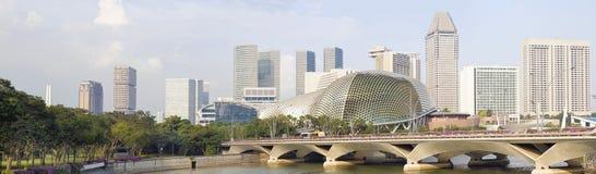 Singapore stadshorisont längs flodpanorama Arkivbilder
