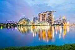 Singapore stadshorisont på skymning Fotografering för Bildbyråer