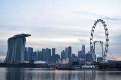 Singapore stadssikt med pariserhjulen Arkivbild