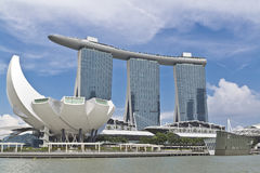 Singapore stadssikt på det ArtScience museet och Marina Bay Sands Arkivfoto