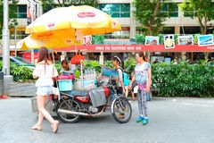 Singapore :Steet vendor along Orchard Road Stock Photography