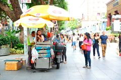 Singapore :Steet vendor along Orchard Road Royalty Free Stock Photography