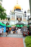 Singapore:Sultan Singapura Mosque. Tourist and crowd taking picture out the compound of Sultan mosque . Outside the mosque street vendor selling street food Stock Photos