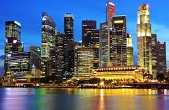 Singapore vid natt Royaltyfri Fotografi