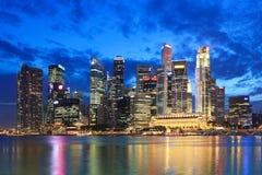 Singapore vid natt Arkivbild