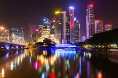Singapore vid natt Arkivbilder