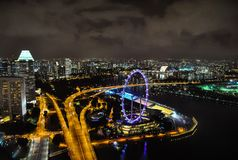 Singapore vid natt, en storstad Arkivbilder