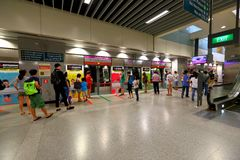 Singapore : Waiting to board MRT train Stock Photography