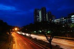 Singapore weg bij nacht Royalty-vrije Stock Afbeelding