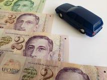 singaporean sedlar och diagram av en bil i blått mörker - royaltyfri fotografi