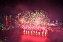 Singapour 50 ans de jour national de répétition générale de marina de feux d'artifice de baie Image stock