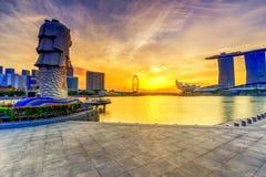SINGAPOUR - 28 AOÛT 2017 : Lever de soleil pendant le matin au péché de Merlion photo stock