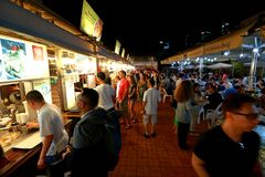 Singapour : Baie de gloutons de Makansutra photo libre de droits