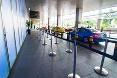 Singapour. Arrêt de taxi aux sables de baie de marina de district des affaires Image stock