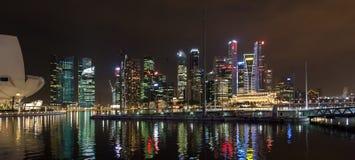 SINGAPOUR - 3 FÉVRIER : Vue de nuit de Singapour sur Februar Image stock