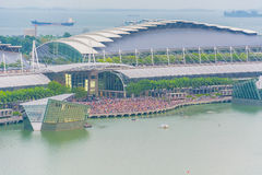 SINGAPOUR - 18 juillet 2015 : beaucoup de personnes sur Marina Bay attendant à Photos libres de droits