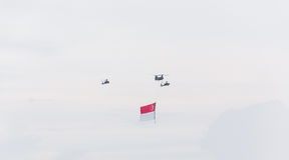 Singapour juillet, 18 2015 : mouche d'hélicoptère sur le ciel pour ciquantième Ann Photographie stock libre de droits