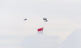 Singapour juillet, 18 2015 : mouche d'hélicoptère sur le ciel pour ciquantième Ann Photo stock