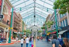 SINGAPOUR - 20 JUILLET : Touristes et visiteurs de parc à thème prenant la PIC Photo libre de droits