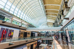 SINGAPOUR - 18 JUIN : Centre commercial chez Marina Bay Sands Resort Photographie stock