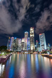 Singapour-JUIN 16,2016 : Horizon de ville de Singapour la nuit Image stock