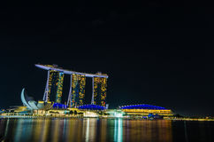 SINGAPOUR - 6 juin : Marina Bay Sands la nuit, monde le plus ex Images stock