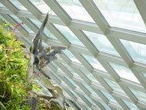 SINGAPOUR - 27 MARS 2016 : Statue d'Eagle à l'intérieur du jardin de forêt de nuage, jardin par la baie Photographie stock