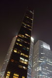 Singapour - 12 octobre de 2015 : Certains des 49 gratte-ciel plus de 140 mètres de haut qui peuvent être trouvés dans la ville so Image libre de droits