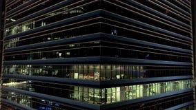 Singapour - 25 septembre 2018 : Vue aérienne sur le gratte-ciel moderne avec le revêtement en verre, fond de bureaux projectile c banque de vidéos
