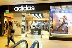 Singapur: Adidas trägt Kleinboutiquenverkaufsstelle zur Schau Lizenzfreies Stockbild