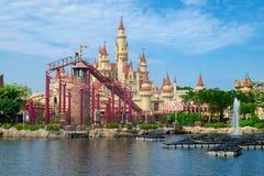 Singapur, agosto de 2016 El castillo en lejos lejos zona en Universal Studios Singapur foto de archivo