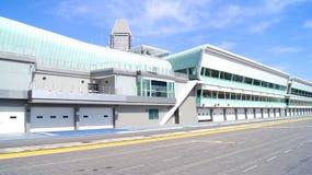 SINGAPUR - 2. April 2015: Boxengasse und Anfangsziellinie der laufenden Bahn der Formel 1 bei Marina Bay Street Circuit Lizenzfreies Stockbild