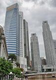 SINGAPUR, AUG - 27: Singapur linia horyzontu na Sierpień 27, 2009 wewnątrz Śpiewa Obraz Stock