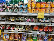Singapur: Comida enlatada imagen de archivo