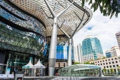 SINGAPUR, CZERWIEC - 18: Dnia widok jonu sadu zakupy centrum handlowego onJU Zdjęcia Stock
