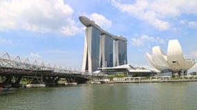 Singapur, Czerwiec - 20: Helix Bridżowy prowadzący Marina zatoka piaski brać w dzień Czerwa 20, 2016 Zdjęcia Stock
