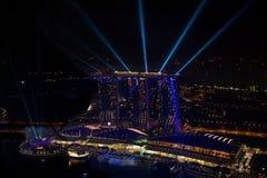 SINGAPUR Czerwiec 18 2013 Lekki przedstawienie przy Singapur Marina zatoki piaskami obrazy royalty free