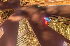 Singapur - 4 de agosto de 2014: Edificios de oficinas encendido Imagen de archivo libre de regalías