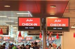 Contadores de enregistramiento de Air Asia Fotos de archivo libres de regalías