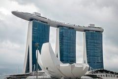 SINGAPUR - 3 DE FEBRERO: Vista del hotel de SkyPark de las arenas en pecado Foto de archivo libre de regalías