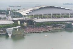 SINGAPUR - 18 de julio de 2015: mucha gente en Marina Bay que espera a Fotografía de archivo