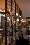 SINGAPUR - 23 de julio de 2016: restaurante de lujo la colonia en un hotel de cinco estrellas Ritz-Carlton Millenia Marina Bay fotografía de archivo