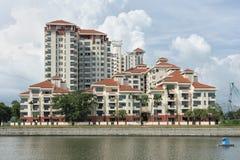 Singapur - 18 de junio de 2018: Vista del agua que muestra un condomini fotos de archivo libres de regalías