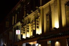 Singapur - 8 de mayo de 2016: Edificio ligero colorido en la noche en Clarke Quay Fotografía de archivo