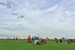 Singapur - 25 de mayo de 2018: Gente, familys y niños jugando w imagen de archivo