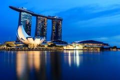 SINGAPUR - 22 DE NOVIEMBRE DE 2016: Marina Bay Sands Resort Hotel en N Fotografía de archivo