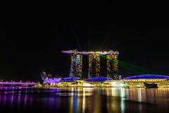 SINGAPUR - 22 DE NOVIEMBRE DE 2016: Marina Bay Sands Resort Hotel en N Foto de archivo