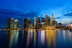 SINGAPUR - 24 DE NOVIEMBRE DE 2016: Paisaje urbano céntrico de Singa Foto de archivo