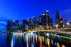 SINGAPUR - 24 DE NOVIEMBRE DE 2016: Paisaje urbano céntrico de Singa Imagen de archivo libre de regalías